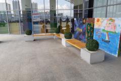 gallery-skamya-s-osnovaniyem-iz-vazonov-full